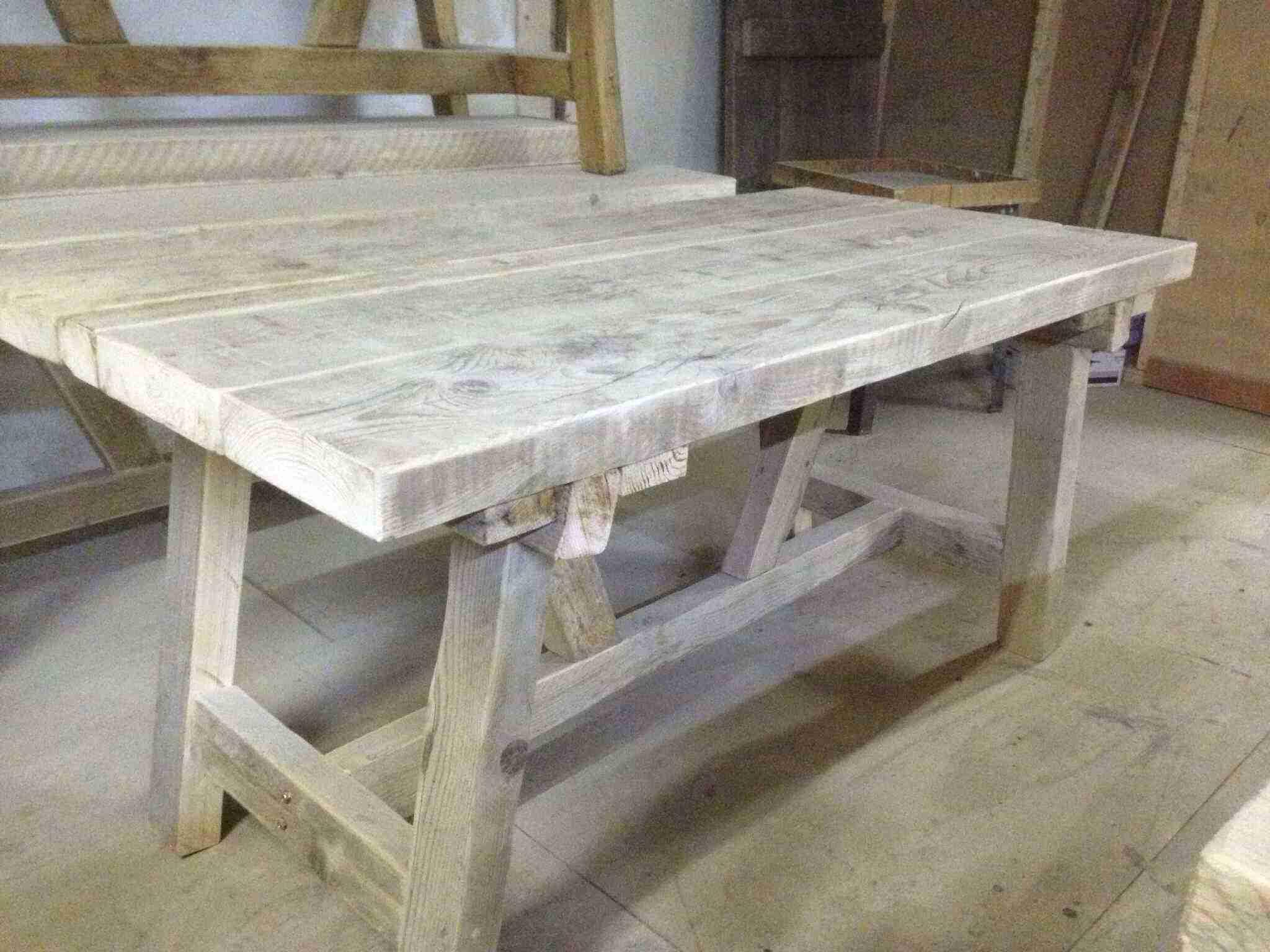 Eettafel steigerhout maken for Zelf tafel maken